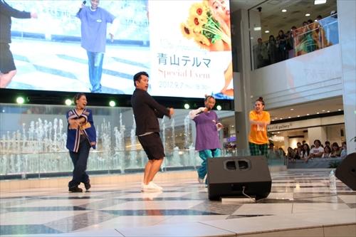 青山テルマの「一生仲間」でダンスを踊った藤本敏史。なぜかレギュラー松本の真似を織り交ぜる