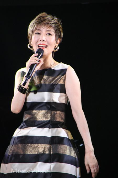歌う戸田恵子