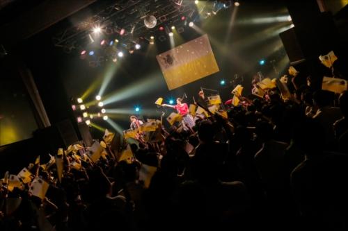 TWEEDEESのライブの模様(撮影=柴田恵理)