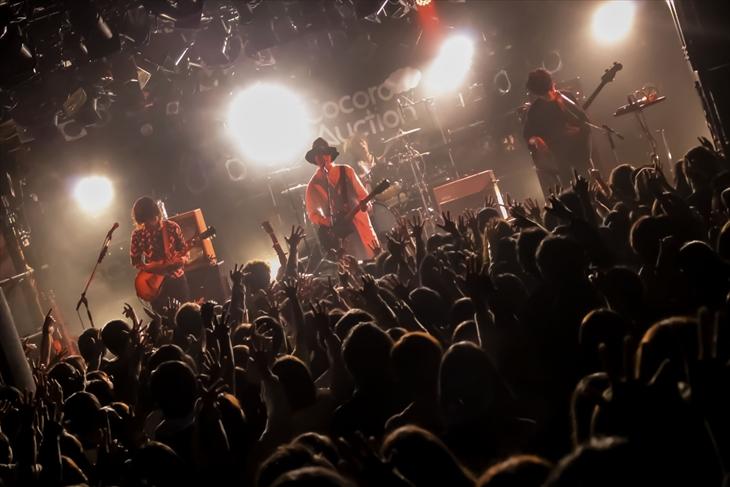 東京・渋谷CLUB QUATTROで全国ツアー『3rd mini Album Release TOUR 2017「夏の終わりを探しに行こう」』をおこなったココロオークション