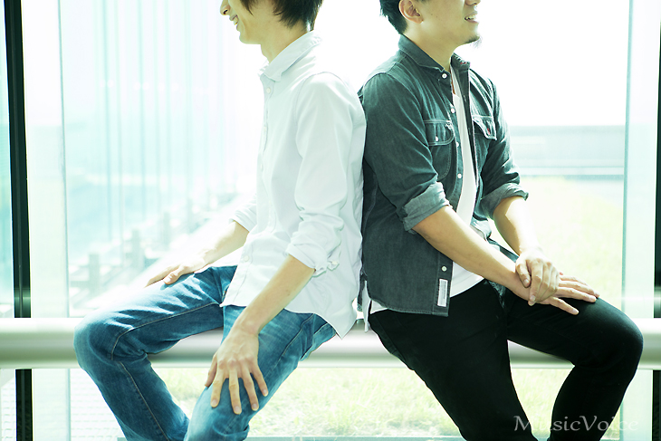 11月3日に、3枚目となるシングル「アイオライト/蒼い炎」をリリースするイトヲカシ(撮影=冨田味我)