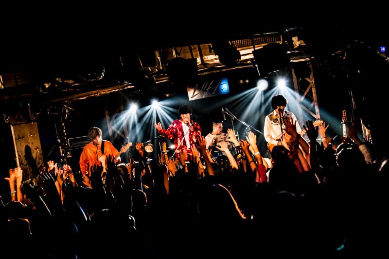 新宿LOFTでツアーファイナルをおこない来春にメジャーデビューすることを発表したパノラマパナマタウン(撮影=浜野カズシ)