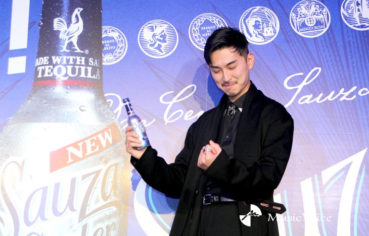 ブンブンポーズをする松田翔太