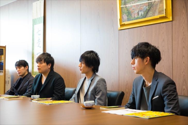 近畿大学へ表敬訪問したflumpool(撮影=森 好弘)