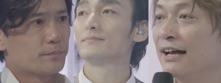 『72時間ホンネテレビ』番組終了間際、目に涙を浮かべる稲垣、草なぎ、香取(C)AbemaTV  関連写真は下にスクロールを。