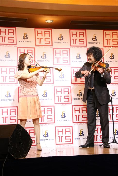 ヴァイオリンを教える葉加瀬太郎