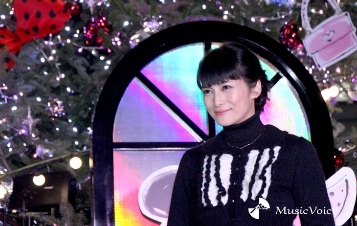 クリスマスツリー点灯式に出席した柴咲コウ