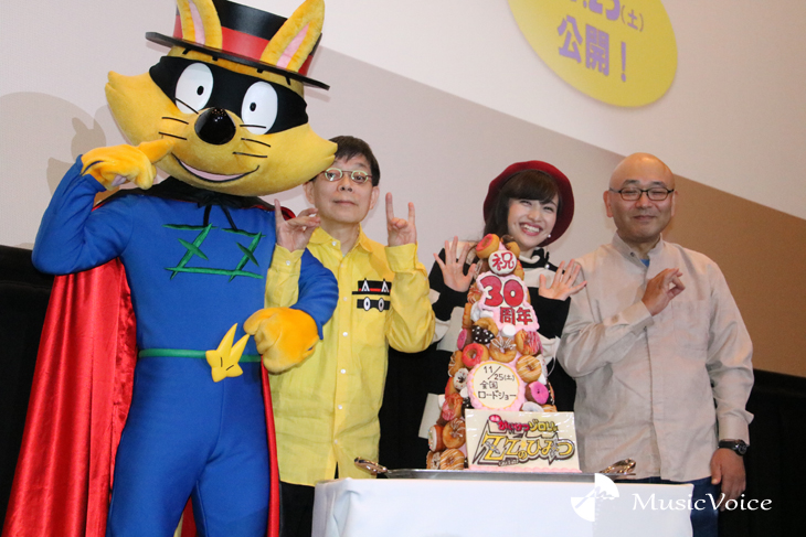 左からゾロリ、原氏、百田、藤森監督