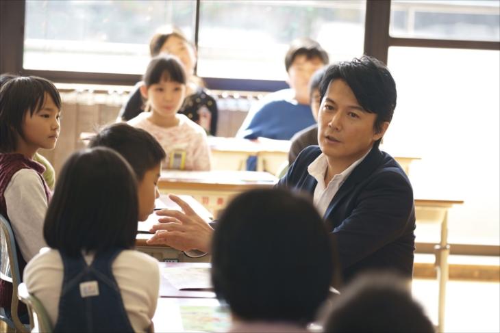 「トモエ学園」MVで特別授業をおこなう福山雅治