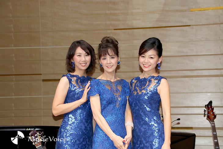 クリスマス・コンサートをおこなった、左から大島花子、柏木由紀子、舞坂ゆき子