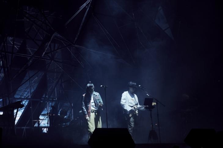 米津玄師のステージ(撮影=中野敬久)