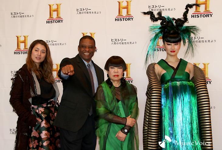 「ヒストリーチャンネル 新番組発表会」に出席した、左からマリエ、ウォーレン・クロマティ氏、コシノジュンコ氏、筒井菜月