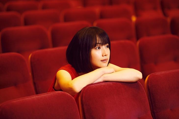 初のベストアルバム『しおりごと-BEST-』をリリースする新山詩織(提供写真)