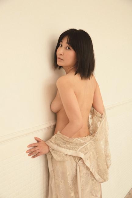 小野真弓写真集『赤い花』(小野真弓・著、野村恵子・著、講談社)