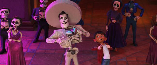 「リメンバー・ミー」デラクルスの歌唱シーン(C)2018 Disney/Pixar. All Rights Reserved.