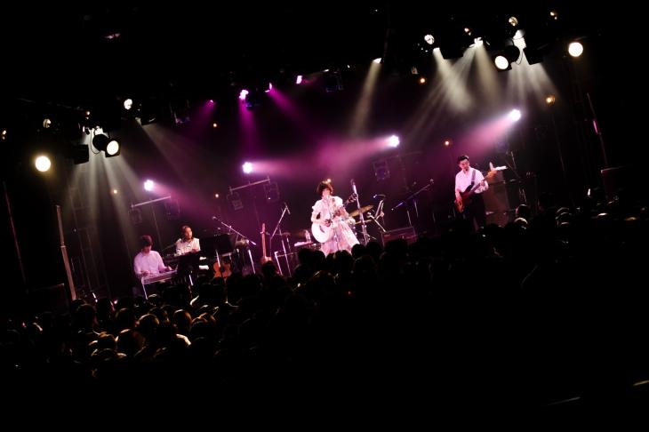 ライブの模様(撮影=田中一人)