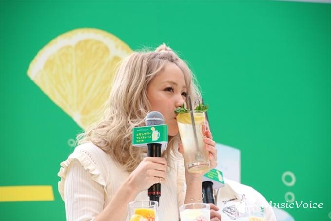 進化系レモンサワーを飲むDream Ami