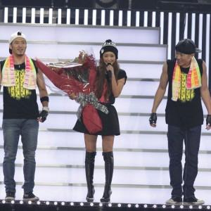 <写真>500回目公演を達成した安室奈美恵(2013年12月9日)