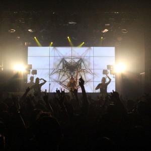 <写真>愛知・名古屋OZONで幕を開けたJASMINEのライブパーティ(1)