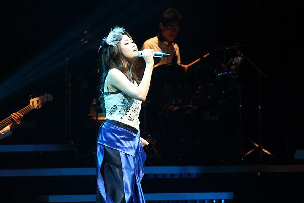 <写真>全42公演10万人動員の全国ツアー東京公演初日を行ったJUJU