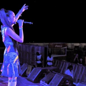 リオで熱唱する中島美嘉と加藤ミリヤ<2>