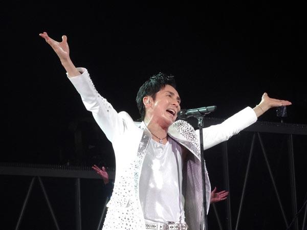 郷ひろみが毎年恒例の全国ツアー開幕<2>