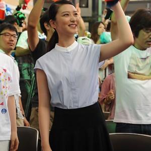 武井咲が湘南乃風を表敬訪問(2014年8月17日)