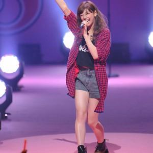 西内まりや「Seventeen」ライブで熱唱(2014年8月21日)