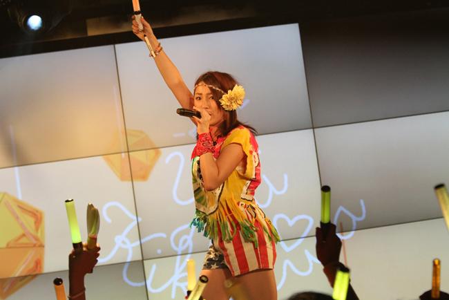 【写真】吉川友が初の主催フェスで熱唱3(2014年9月28日)