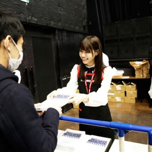 [写真]乃木坂46初アルバムお渡し会に1万人殺到(西野七瀬)