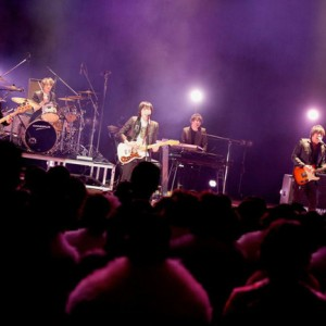 [写真]flumpoolが地元・大阪松原の成人式でライブ