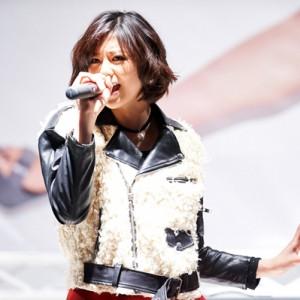 [写真]西内まりやが川崎で熱唱