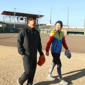 [写真]遊助と松坂投手がMV共演