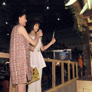 [写真]篠田麻里子とトリンドル玲奈がヒット祈願