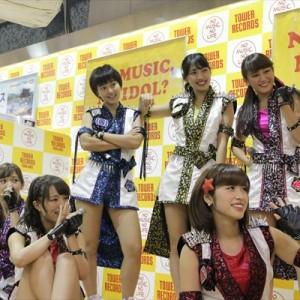 [写真]アプガが新宿でインストアライブ(3)