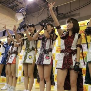 [写真]アプガが新宿でインストアライブ(5)
