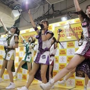 [写真]アプガが新宿でインストアライブ(11)