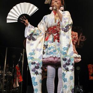 [写真]小林幸子が中川翔子のライブに登場(4)