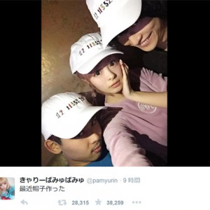 """[写真]きゃりー""""Fukase暗号""""ツイート刺繍の帽子を公開"""