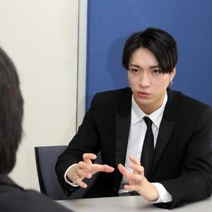 [写真]デビューしたX4にインタビュー(2)