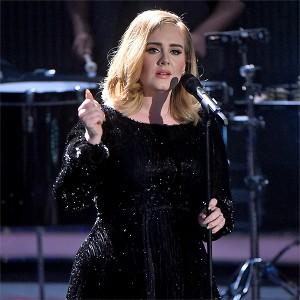 アデルがグラミー賞のステージで音声トラブル