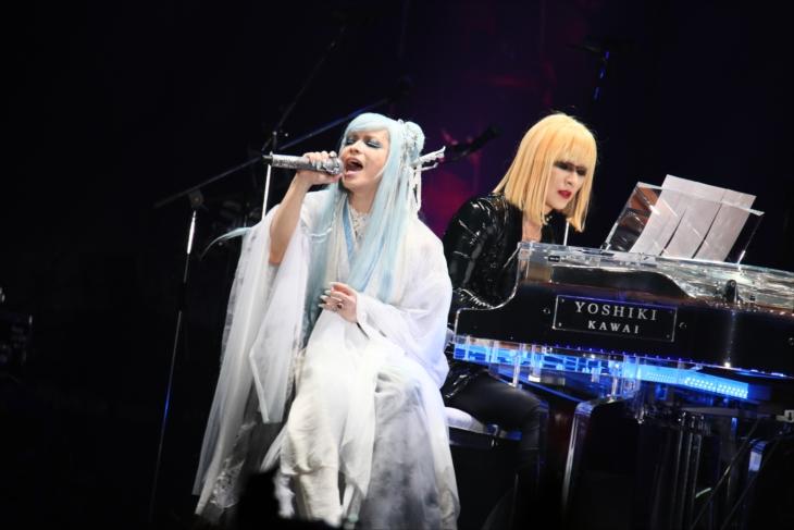 YOSHIKI×HYDE、ハロウィーンライブで奇跡のコラボレーション