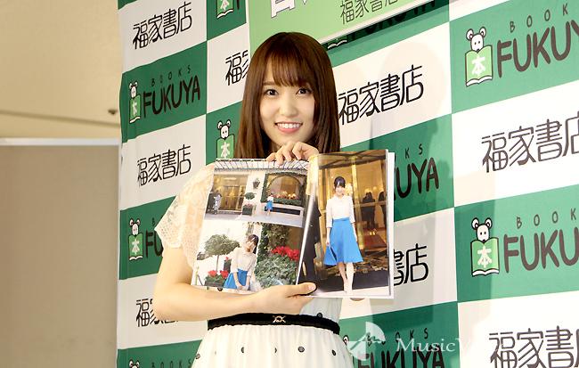 菅井友香、初写真集メンバーに「くびれ凄いねと褒められ嬉しい」