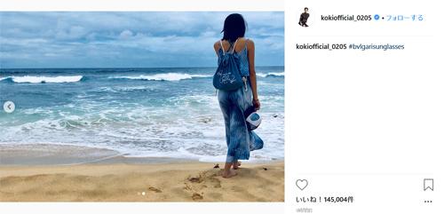 Koki,、爽快な青の海辺ショットが反響「造形美にため息が出る」