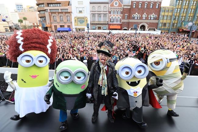 HYDE、ミニオンと競演 ハロウィーン・コラボ・ライヴをUSJで 1万人熱狂