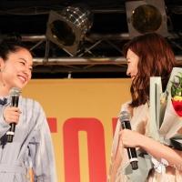 福原遥と堀田真由(左)