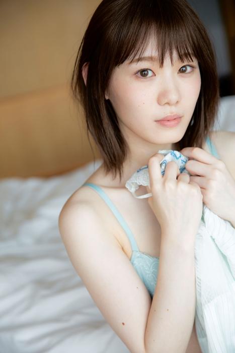 欅坂46小池美波、1stソロ写真集ランジェリーカット解禁 恥じらい