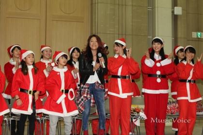 子供たちと「サンタラン Run♪ Run♪」を披露した大黒摩季