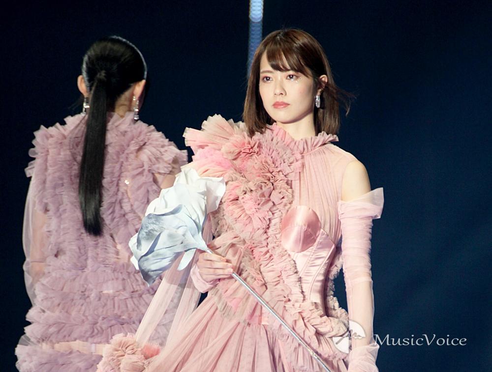AKB48小田えりな、艶やかに ミルキーピンクに染まる