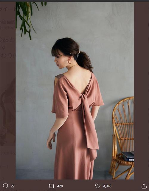小嶋陽菜、美背中くっきり 新作ドレスショット反響「綺麗」